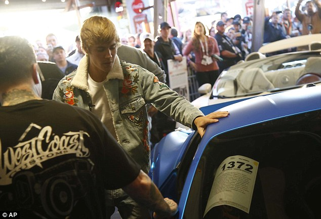 Justin bieber auctions Ferrari - Justin Bieber Auctions Off His Custom Ferrari For A Whopping $434,000