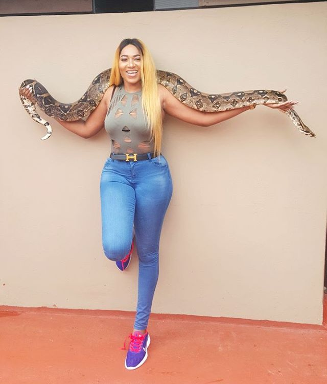 16788570 1730258857266254 6033643677455220736 n - Rukky Sanda Ain't Afraid Of Phyton's, See As It's Slides Around Her Body