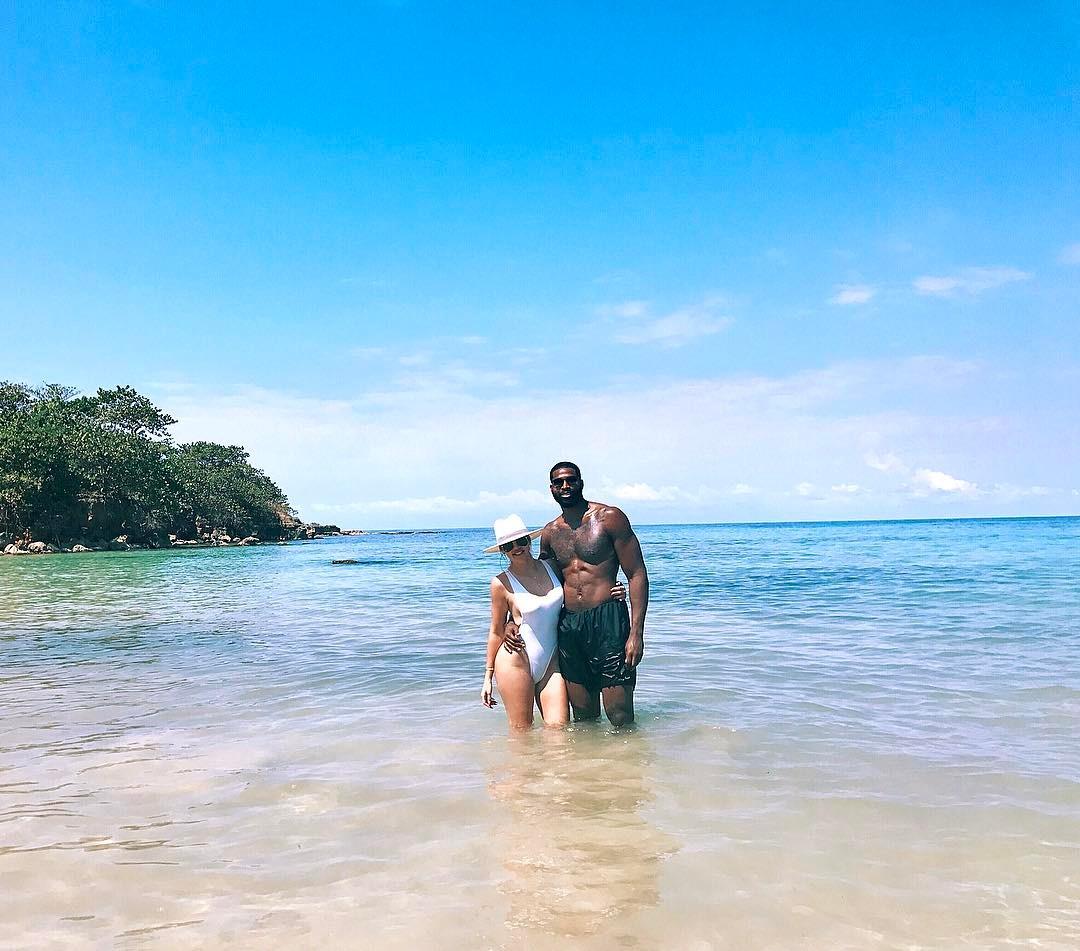 Photo of Khloe Kardashian Hits The Beach With Boyfriend, Tristan – PHOTOs
