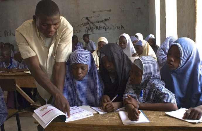 Teacher in the classroom 690x450 - 1,500 Primary School Teachers to be Recruited In Katsina State
