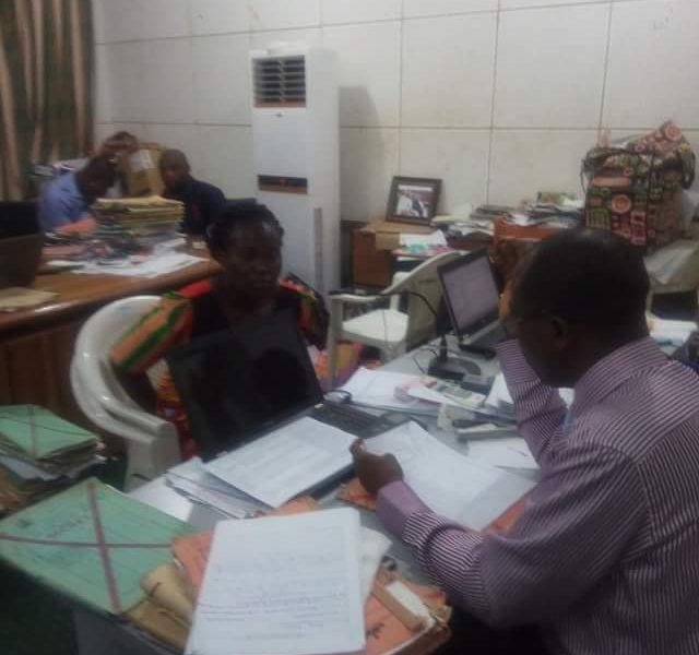 Teahcer Returns OkayNG - Female School Teacher In Kogi Returns N130,000 to School Committee After Being Overpaid