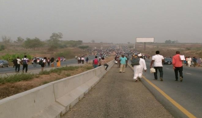 UNIABUJA Student Protest OkayNG - University of Abuja Students Block Abuja Airport Road, Protest Student's Death