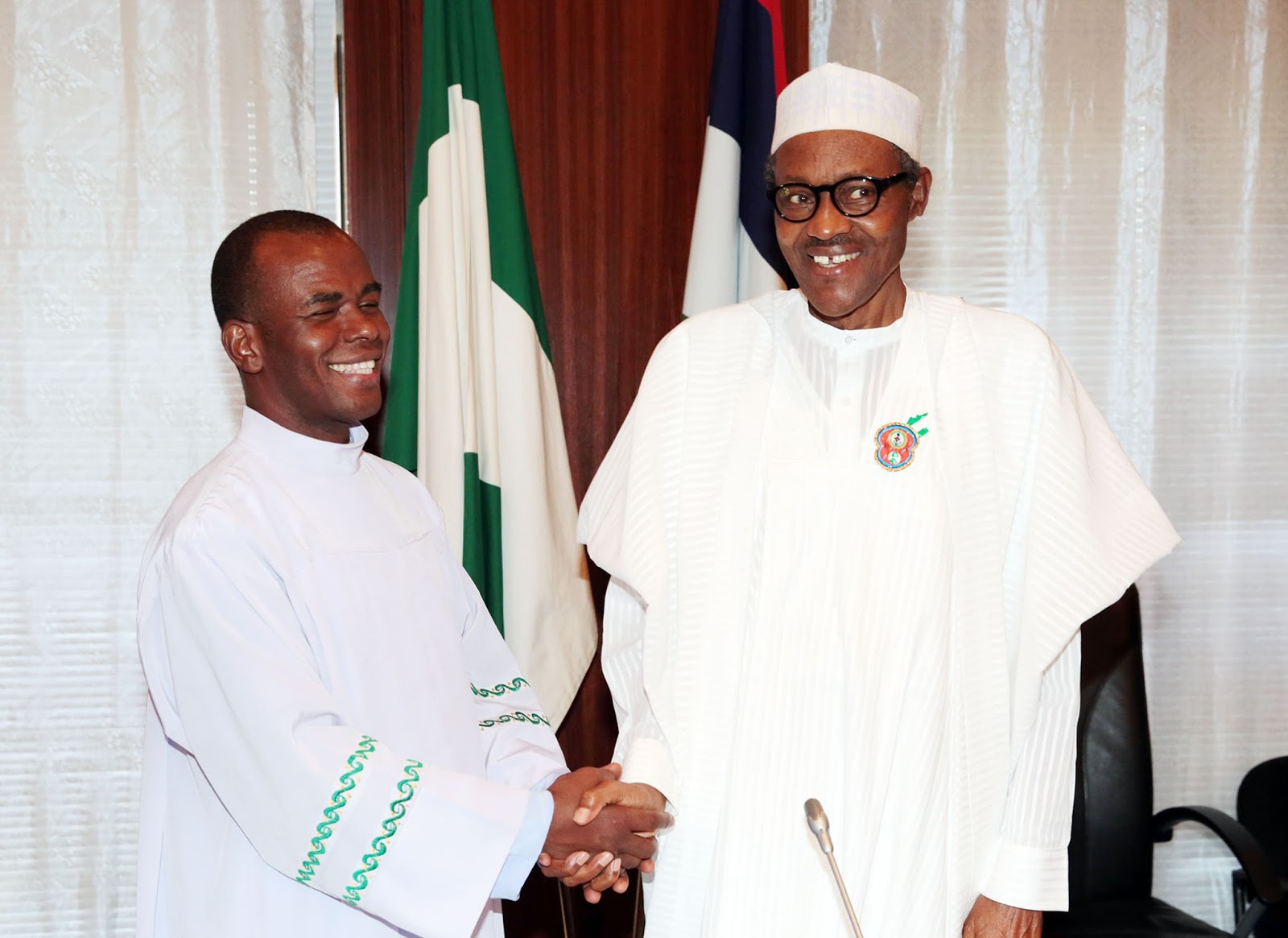 Photo of Buhari Means Well For Nigeria but People Around Him Want to Enrich Themselves – Fr. Mbaka