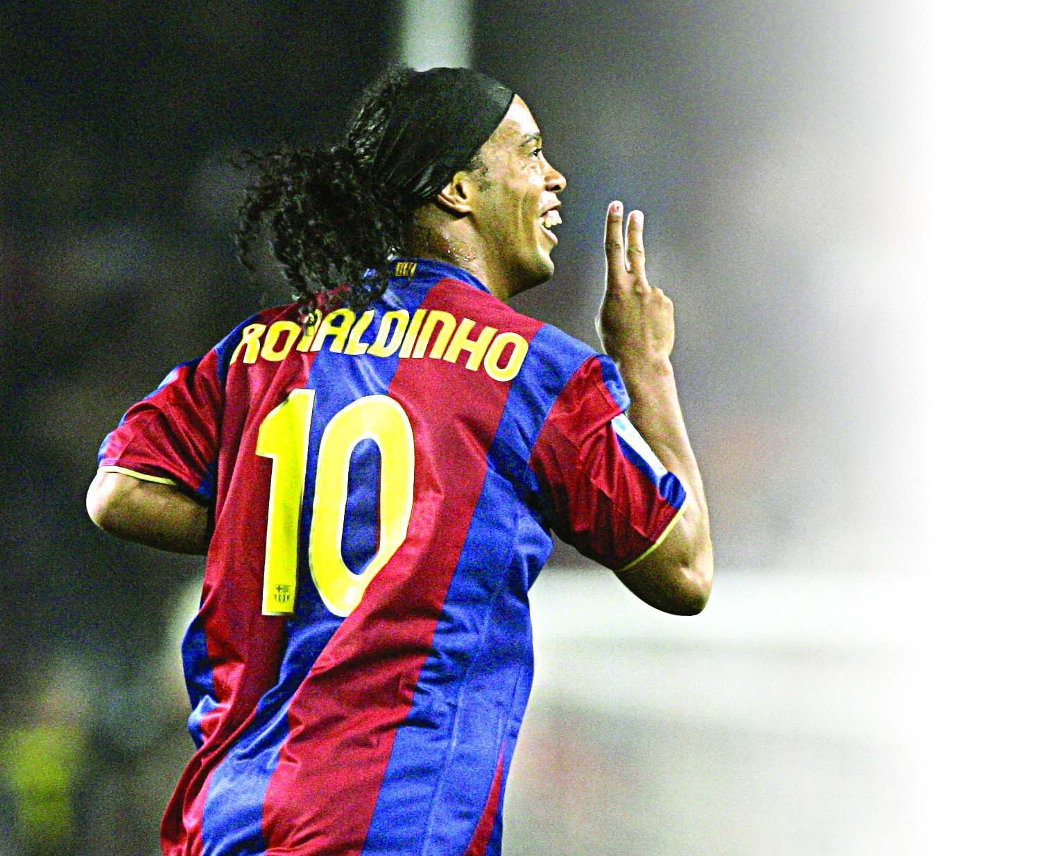 Photo of Ronaldinho Finally Returns To Barcelona As Ambassador
