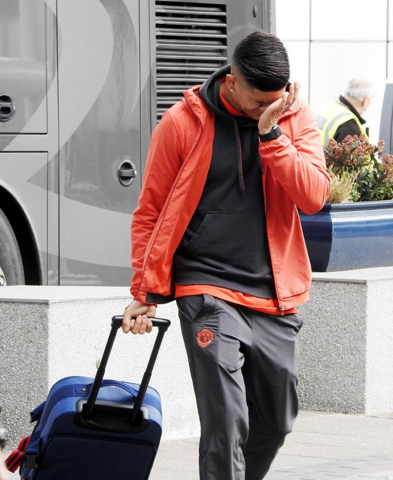 Photo of PHOTOS: Marcos Rojo In Tears at Manchester Airport After His Cousin Was Shot Dead