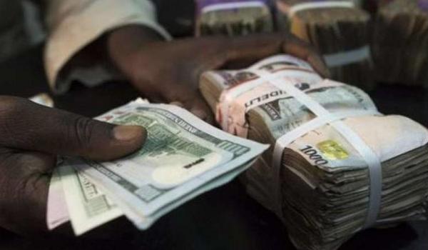 Photo of Parallel Market: Naira Gains 1.1%, Trades at 450 Per Dollar