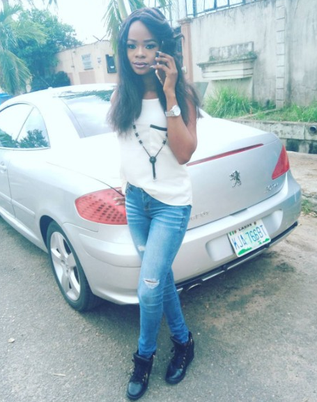 Olajumoke looks chic and hot - Olajumoke Is All Chic & Hot As She Hangs Out With Patoranking, Clarence Peters & Toofan