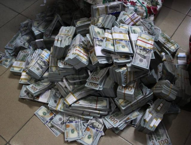 Photo of Who Owns the $43.4m, £27,800, N23.2m Recovered by EFCC in Lagos Flat – Nigerians Speculate