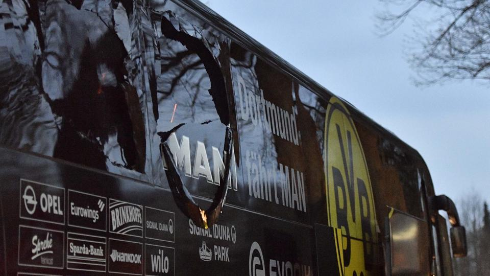 Photo of Explosion Hits Dortmund Team Bus, Marc Bartra Injured