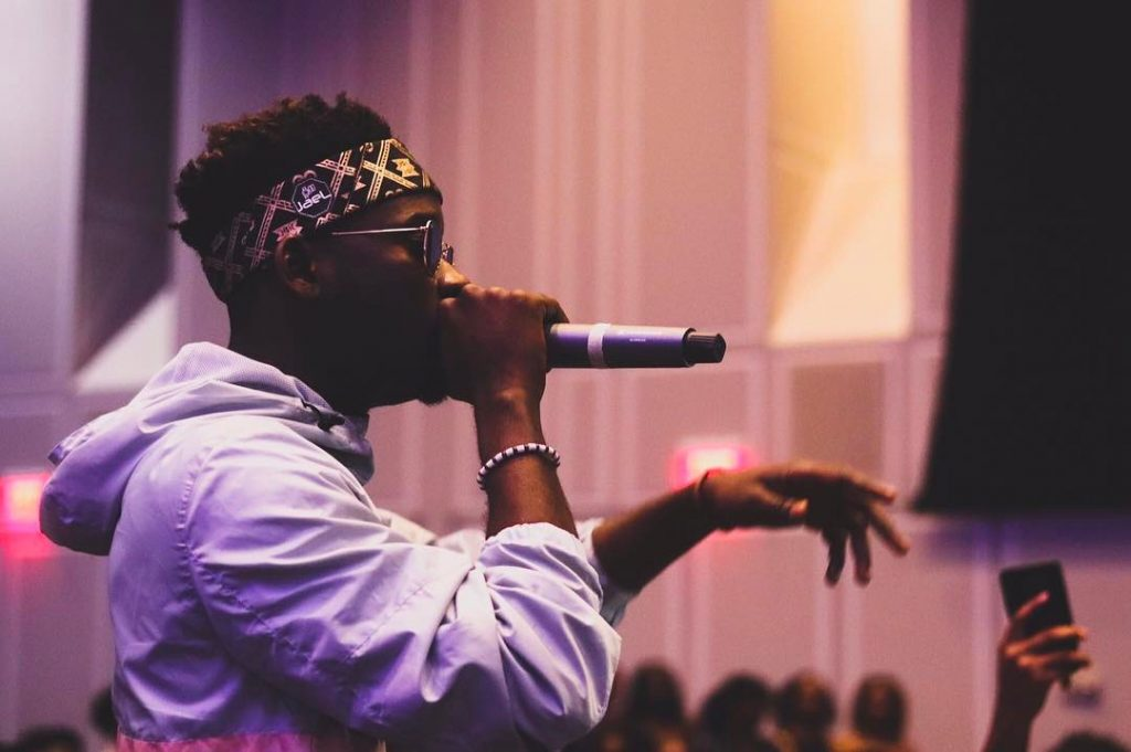 How A Female Fan Unleashed Her Nìpple For Me – Mr Eazi
