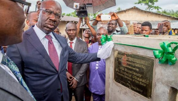 Photo of Gov. Obaseki Inaugurates 300KVA Transformer In Benin