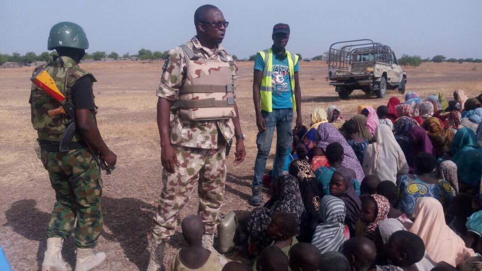 Photo of PHOTOS: Nigerian Troops Rescue 998 People from Boko Haram Captivity In Borno