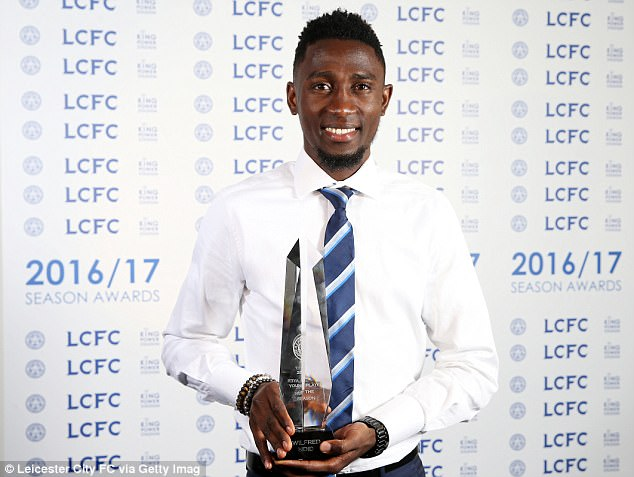 Wilfred Ndidi - Wilfred Ndidi Wins Leicester City's Young Player Award