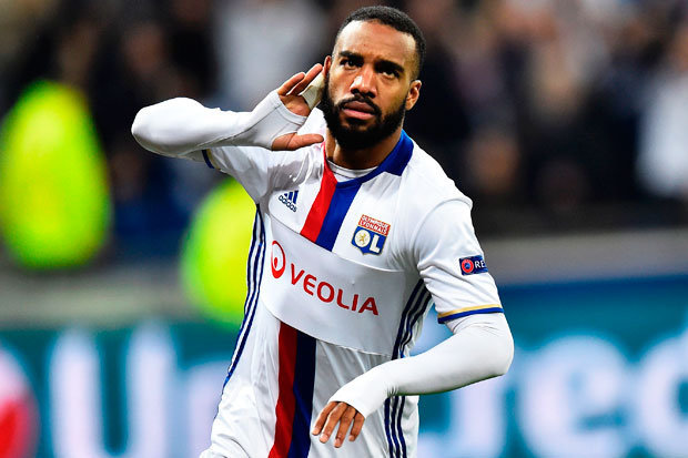 Photo of Arsenal's Bid to Sign Lacazette Suffers Setback As Lyon Rejects Offer