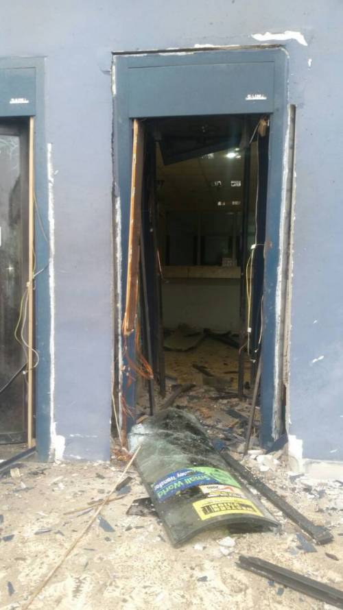 Bank robbers Iwo Bowen3 - In Osun: Gunmen Rob Two Banks, Kill Two Police Officers In Iwo