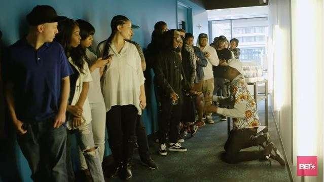"Photo of Wizkid Recreates Scene From Classic Movie ""Coming to America"" – WATCH"