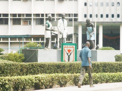 Photo of 10 Injured As Security Men and Doctors Clash In LUTH