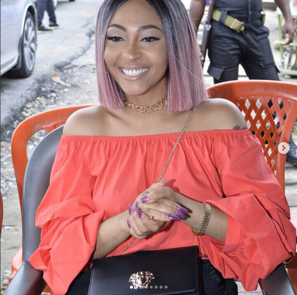 Photo of VIDEO: Alleged Mistress Of Tonto Dikeh's Husband, Roxy Meurer Straps Dog To Her Back