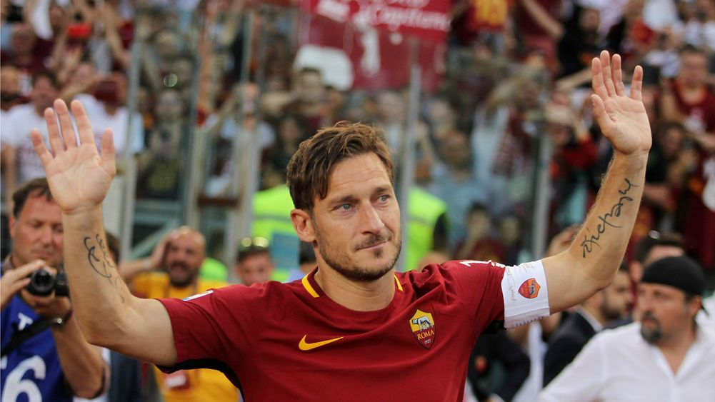 Photo of UEFA Recognises Francesco Totti's 25 Years In Roma, to Receive Top Award