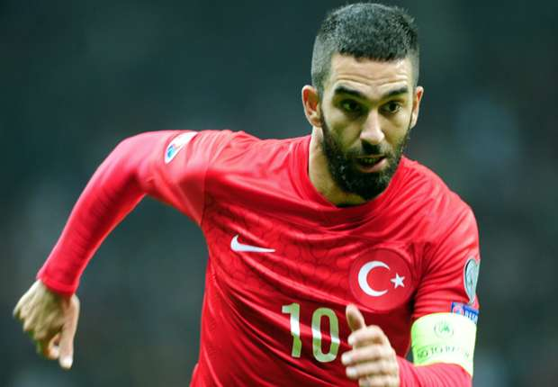 Photo of After Assaulting 70-year-old Journalist, Arda Turan Quits International Football