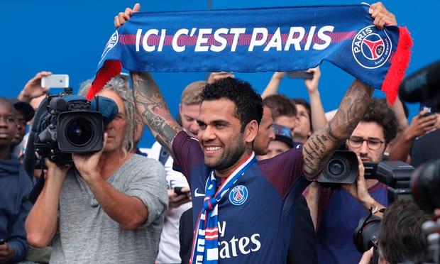 Dani Alves - Dani Alves Joins Paris Saint-Germain On Free Transfer From Juventus