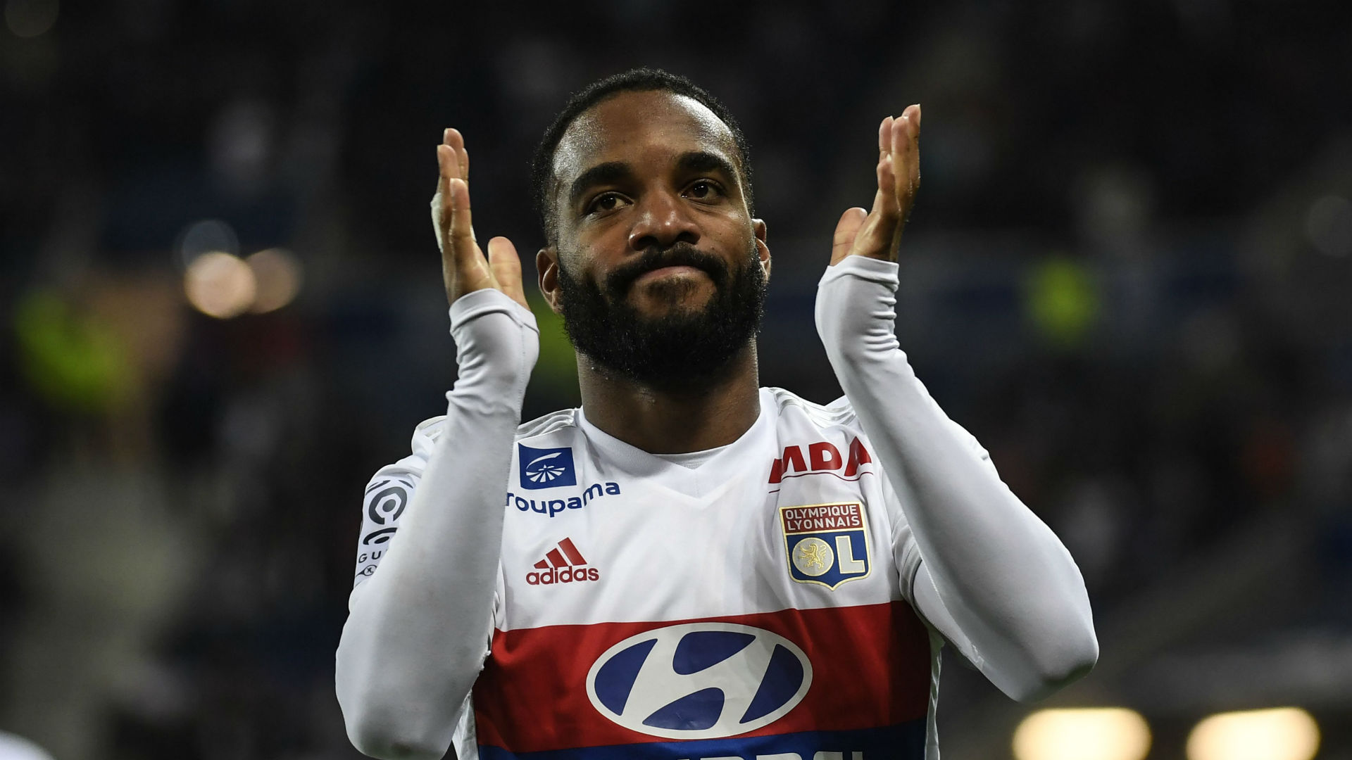 Photo of Lacazette Travels To London To Sign 5-year Contract With Arsenal