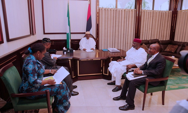 Photo of PHOTOS: President Buhari Receives Briefing from Udoma, Adeosun, Emefiele