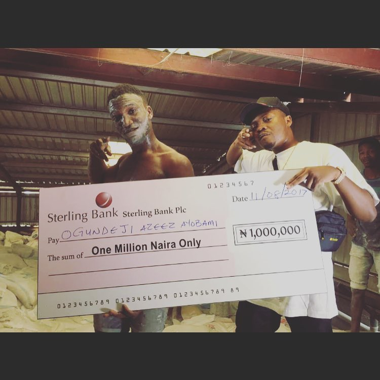 Photo of PHOTOS: Olamide Presents 1 Million Naira to Winner of His #WoChallenge