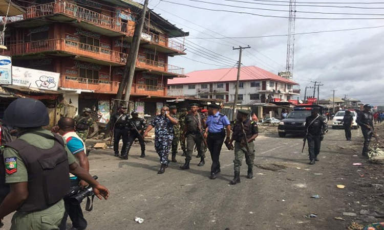 PHOTOS: Youths, Police Clash In Owerri Over Relocation of Market - OkayNG News
