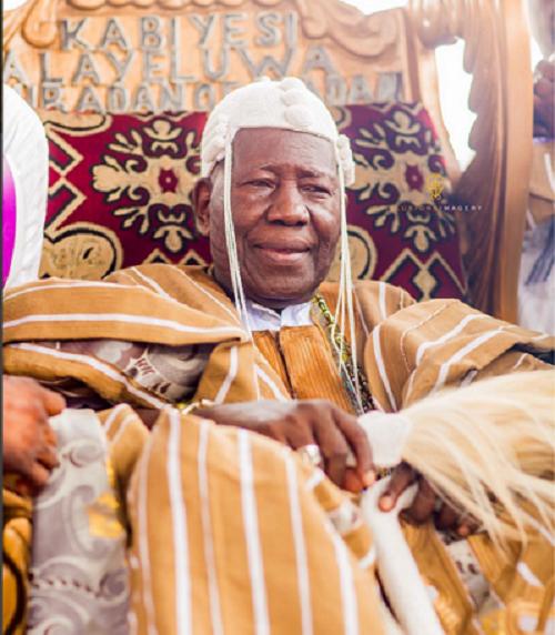 Oba Saliu Akanmu Adetunji - 21 Newly-crowned Kings Wearing Carton Crowns – Olubadan