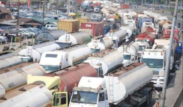Photo of Stakeholders Give Trucks, Tankers 48 Hours to Vacate Apapa Road