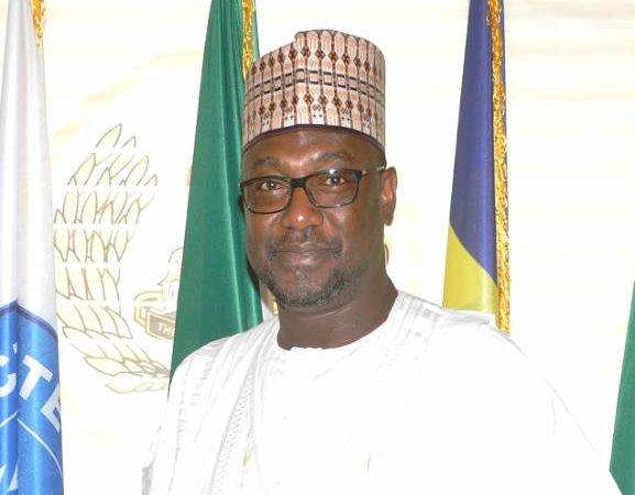 gov Abubakar Sani Bello 577x450 - Gov. Abubakar Bello Increases Health Workers' Salaries In Niger State