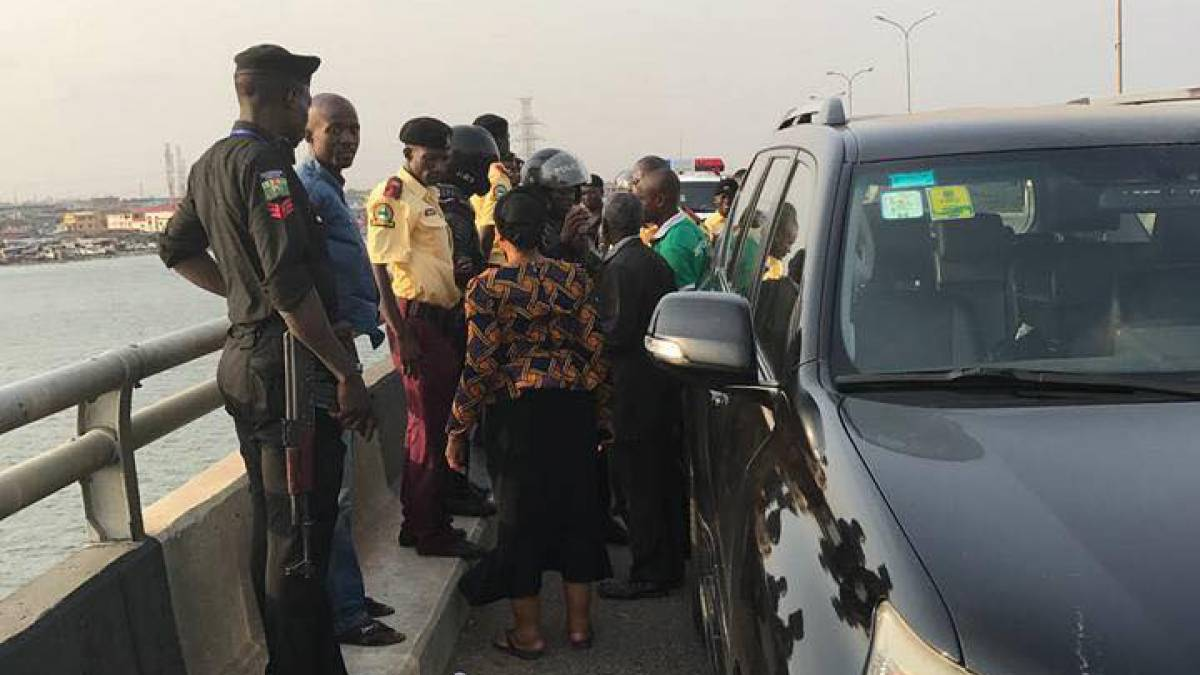 Photo of Police Arrest Man Attempting to Jump Into Lagos Lagoon