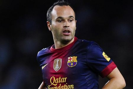 Photo of Andres Iniesta agrees a life-time contract with Barcelona
