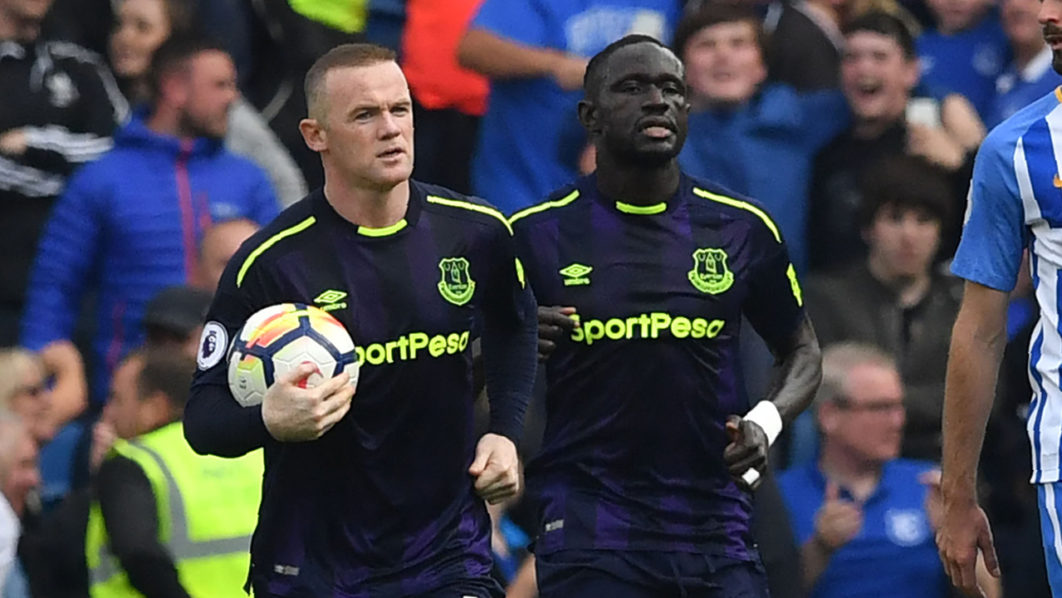Photo of Wayne Rooney last-gasp penalty rescues point for Everton