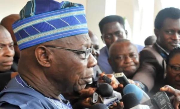 Photo of Obasanjo hits at Buhari, says another Abacha era is here
