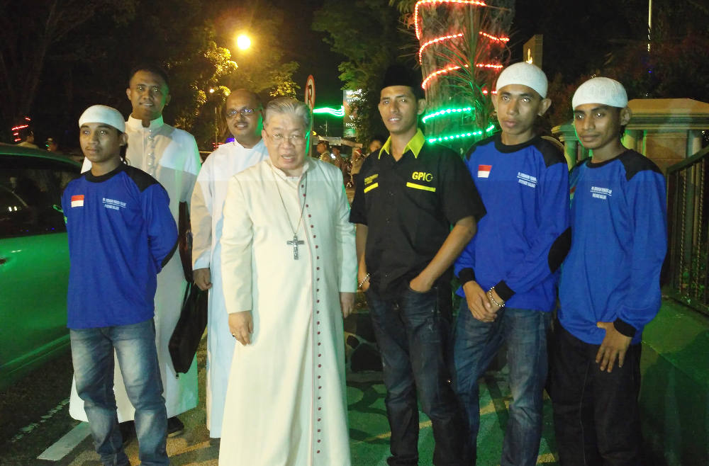 Photo of Indonesian Muslims Offers to Guard, Protect Churches During Christmas
