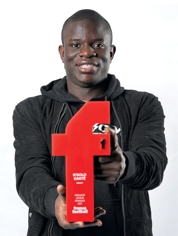 Photo of N'Golo Kante Wins 2017 French Player Of The Year Award
