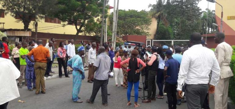 Photo of UNILAG Non-Teaching Staff Protest Against Unequal Distribution of Allowance