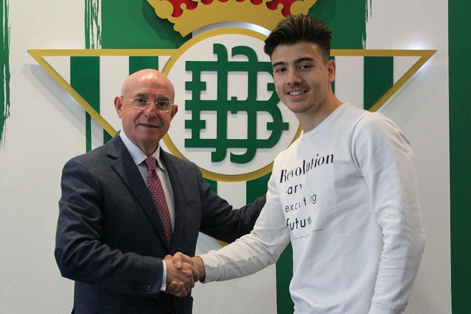 26731540 1904399046254121 897752283040748530 n - DONE DEAL: Real Betis sign Young Leicester City striker Raul Uche on a loan deal