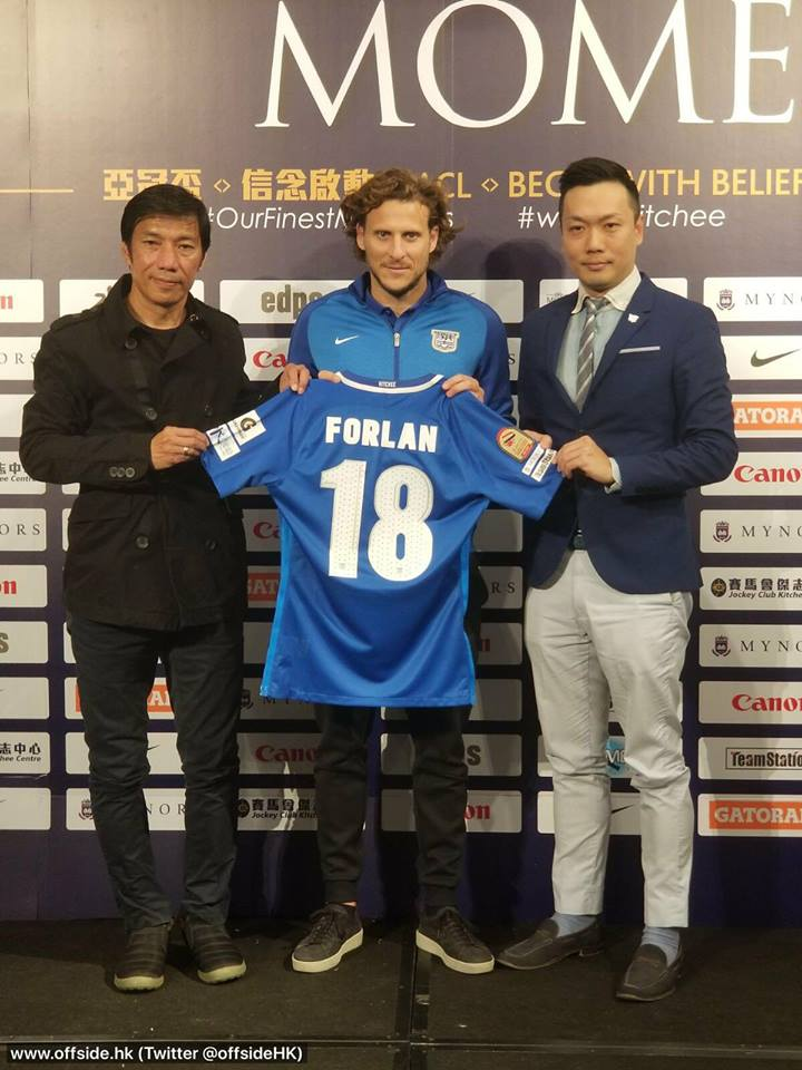 Photo of DONE DEAL: Diego Forlán officially unveiled as Kitchee new player in Hong Kong