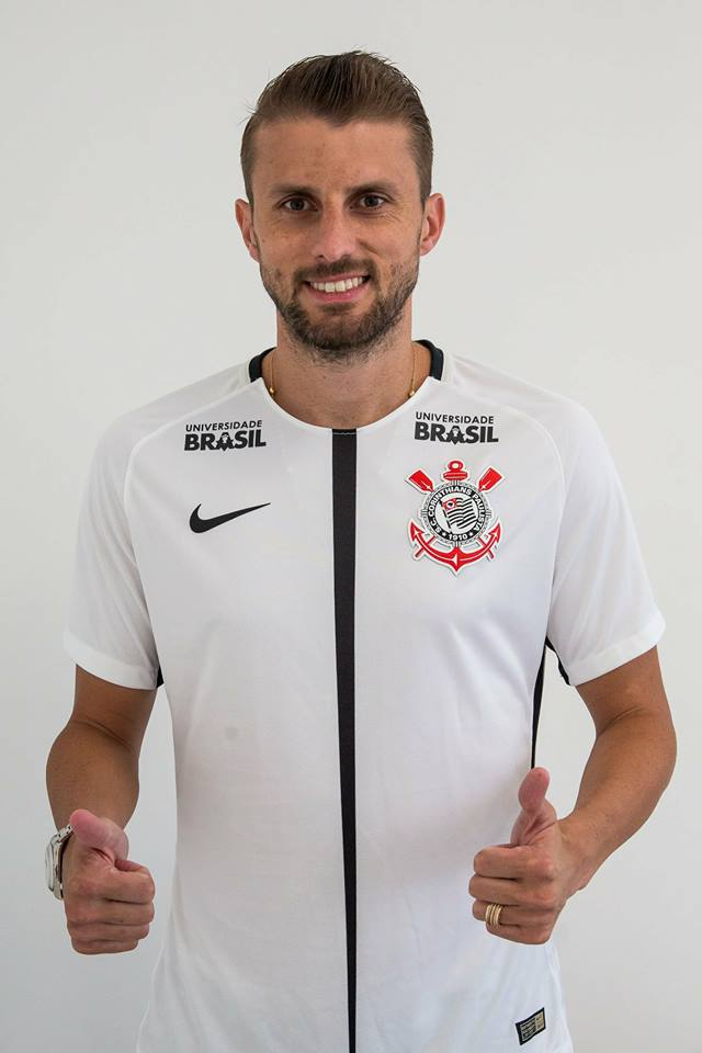 Photo of DONE DEAL: Corinthians announce the signing of centre back defender Henrique