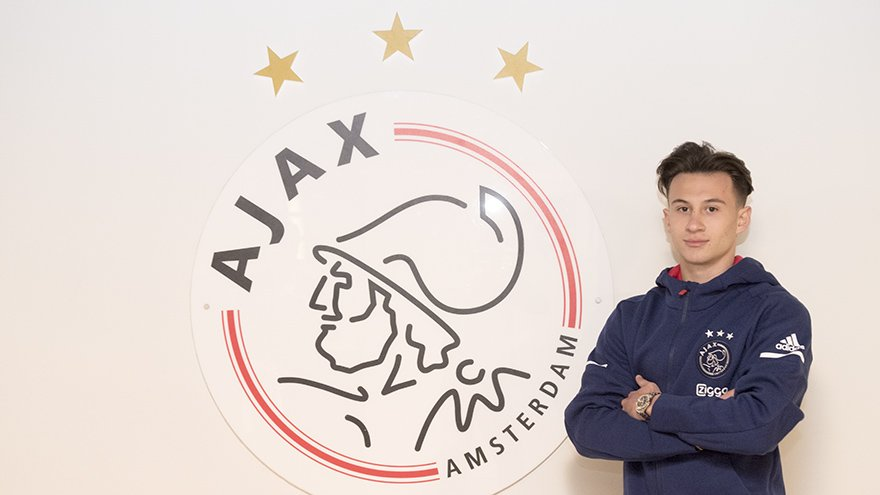 DTrDKscXkAYQ8DE - DONE DEAL: AFC Ajax complete the signing of Nicolas Kühn from RB Leipzig.