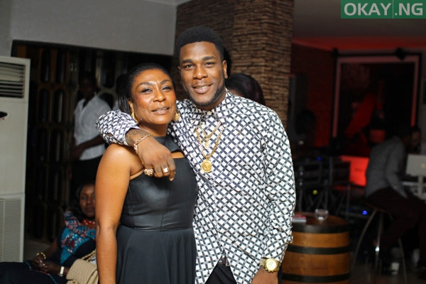 Photo of Video: Burna Boy brought his mom on stage & she killed it with her thrilling dance moves