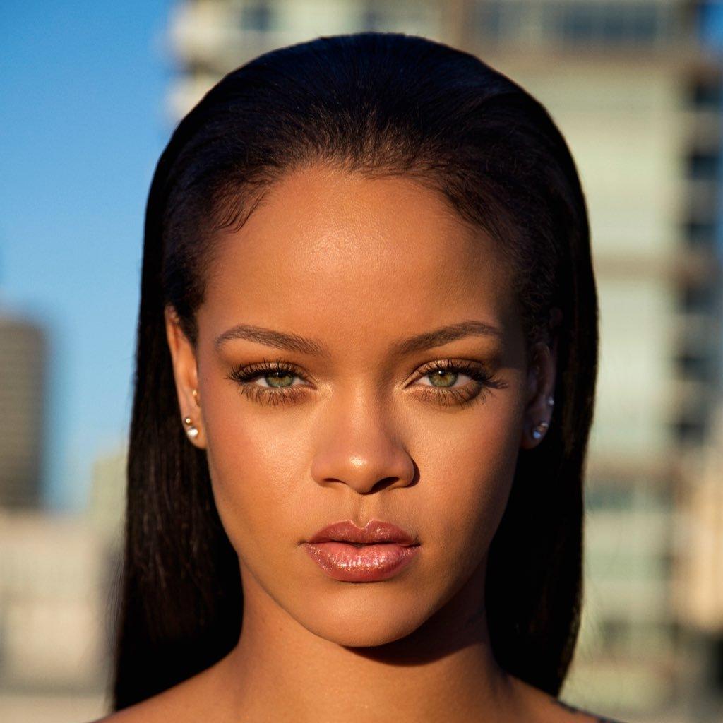 Photo of Rihanna Calls Out Snapchat For Promoting Domestic Violence In An Ad
