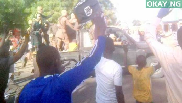 Photo of PHOTO: Residents of Dapchi Waving at Boko Haram Insurgents as they Leave their Town