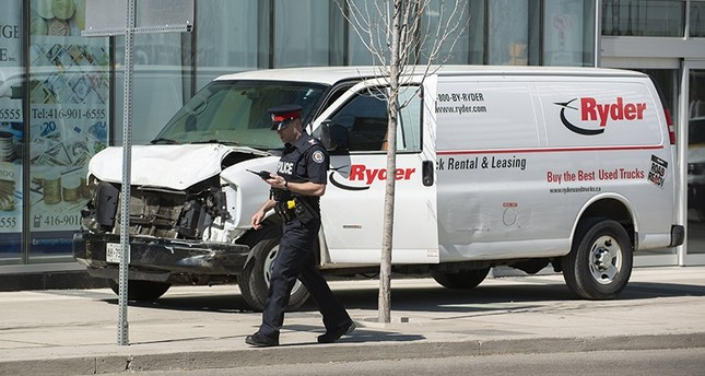 van runs over pedestrians in canadas toronto police 1524514875640 - Van Runs Over Pedestrians In Toronto, Ten Dead and 15 Other Injured