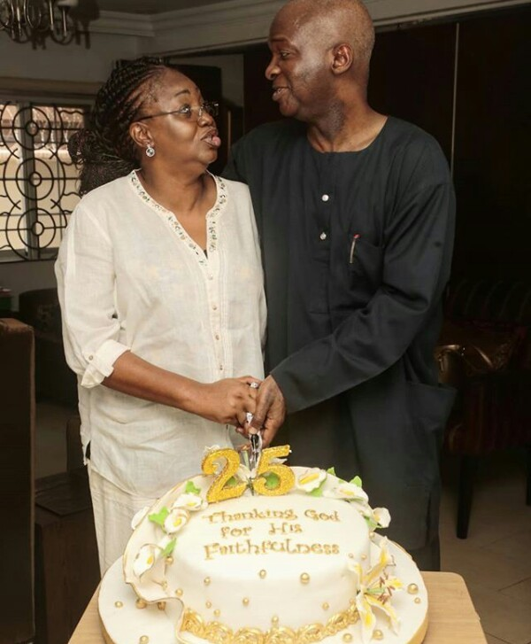 Photo of PHOTOS: Babatunde Fashola And His Wife Celebrate 25th Wedding Anniversary