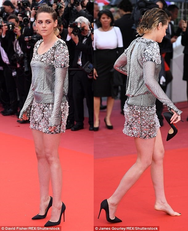 Photo of PHOTOS: Kristen Stewart Pull Off Her Heel Shoe At The Red Carpet Premiere Of BlacKkKlansman In Cannes