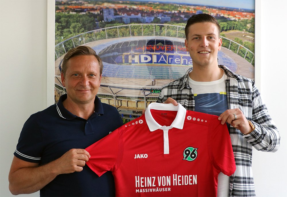 Photo of Transfer News: Kevin Wimmer Joins Hannover 96 on loan from Stoke
